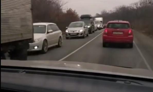 Многокилометровая пробка сковала дорогу в Приморье