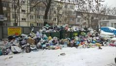 После снегопада Владивосток утопает в мусоре