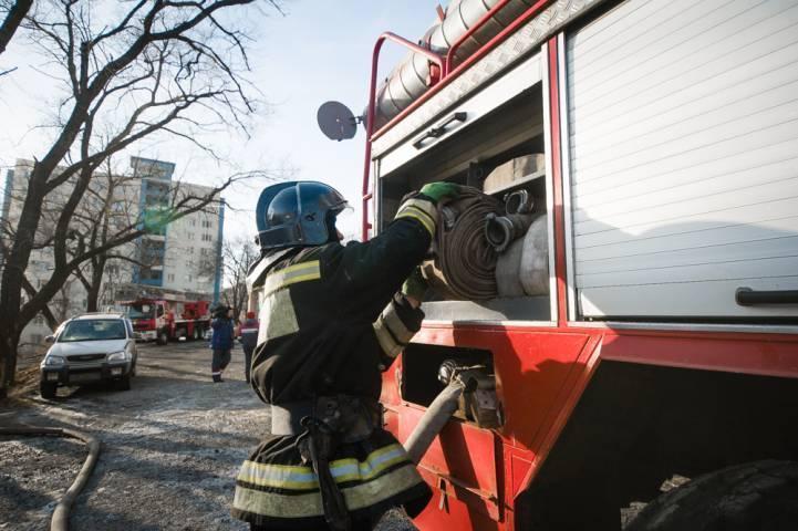 В Приморье пожарные потушили торговый павильон