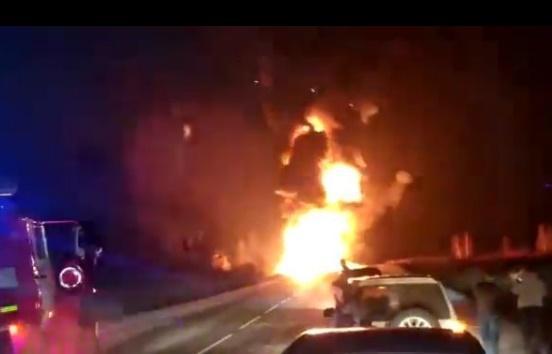 Бензовоз загорелся на трассе в Приморье