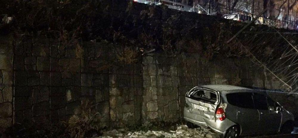 Во Владивостоке погибла девушка, машина которой упала на железнодорожные пути
