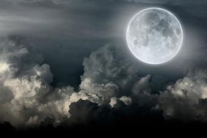 Сегодня ночью приморцы смогут увидеть суперлуние