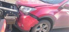 На Второй Речке автомобилистка не заметила впереди себя стоящий КамАЗ