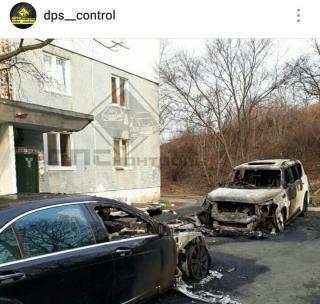В Приморье сгорели два дорогих автомобиля