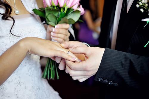 Выберите торжественную дату регистрации брака на портале «Госуслуги»