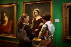 Более 5400 приморцев посетили картинную галерею бесплатно