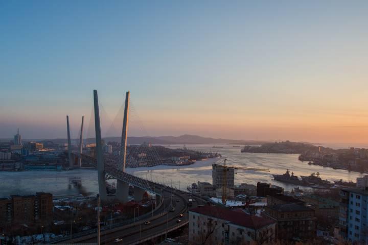 Владивосток представили в образе гопника