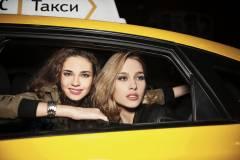 Водитель популярного такси снова нахамил пассажиру
