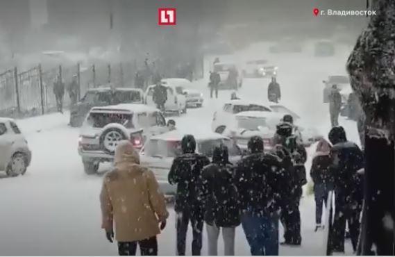 Владивостокский снегопад прогремел на всю Россию