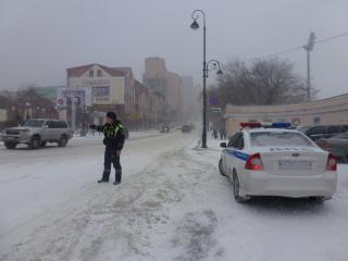 Приморская ГИБДД рассказала, как помогала водителям в снегопад