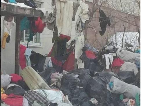 Жительница Владивостока организовала в своей квартире мусорную свалку