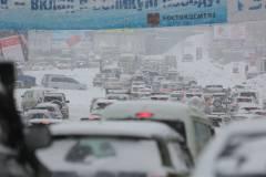 В Приморье дорожники укладывали асфальт на снег