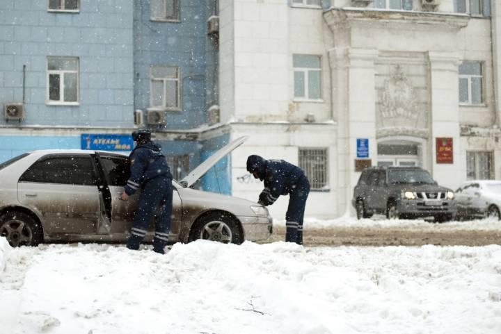 Во Владивостоке грузовик на полной скорости вылетел на встречку