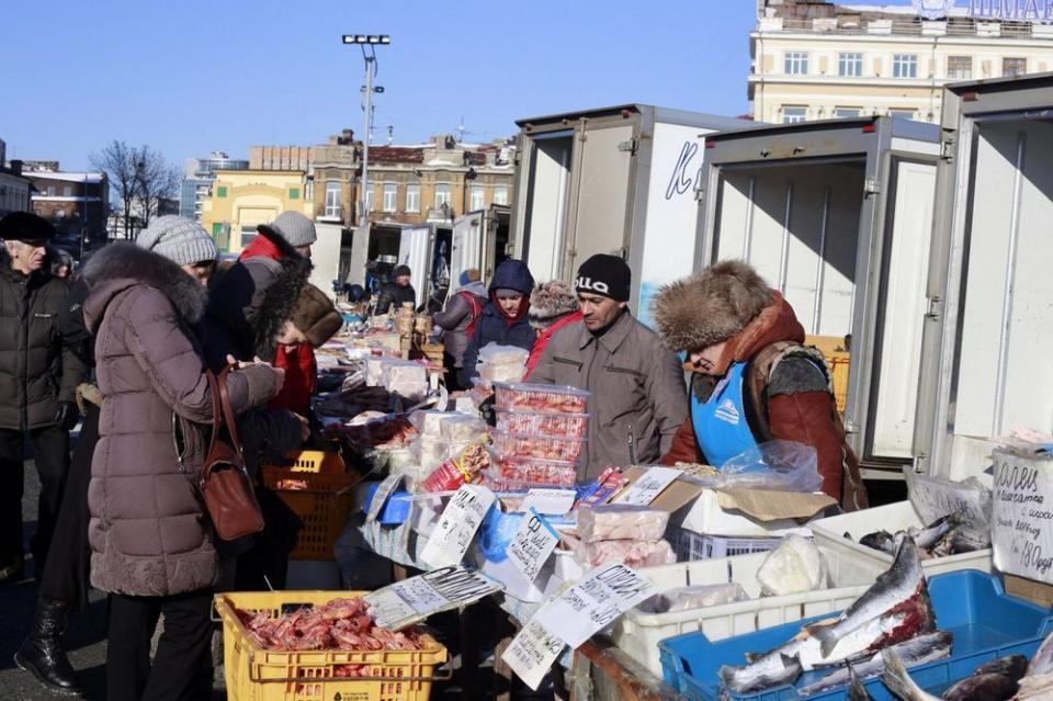 Должника из Владивостока нашли на городской ярмарке
