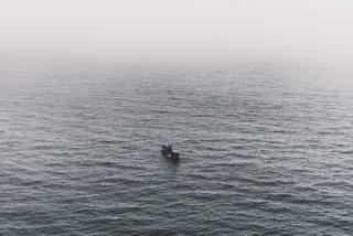 Судно в Японском море с автомобилями потушили