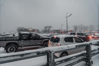 Приморский депутат предложил в непогоду отпускать людей с работы раньше