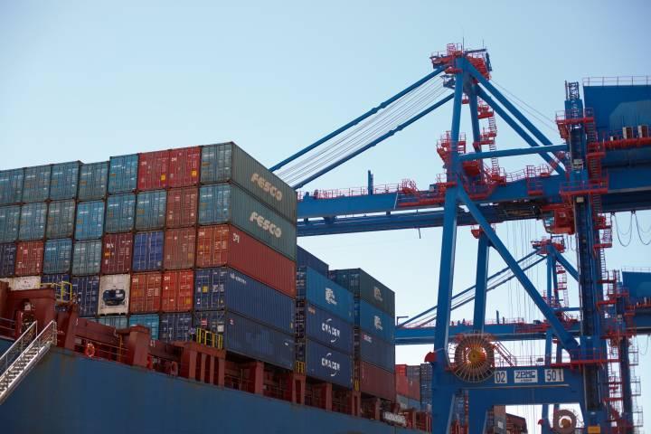 ВМТП дарит клиентам бесплатное хранение контейнеров в период новогодних праздников