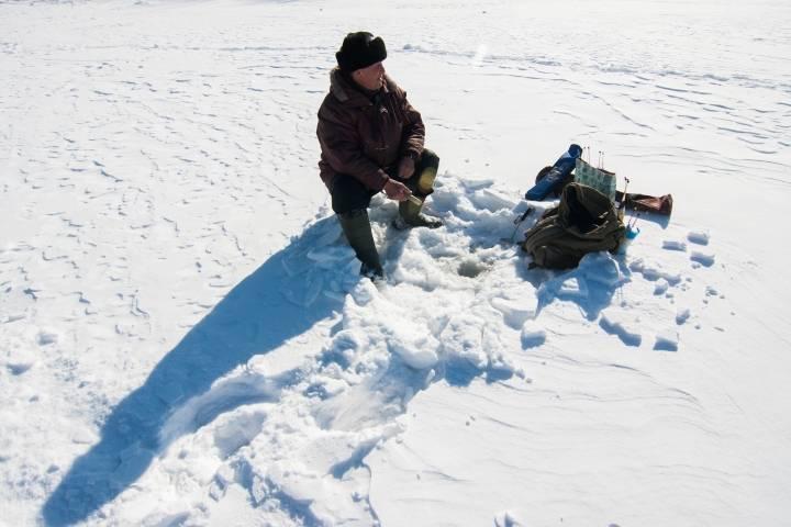 За приморскими любителями подледной рыбалки будут наблюдать через Интернет