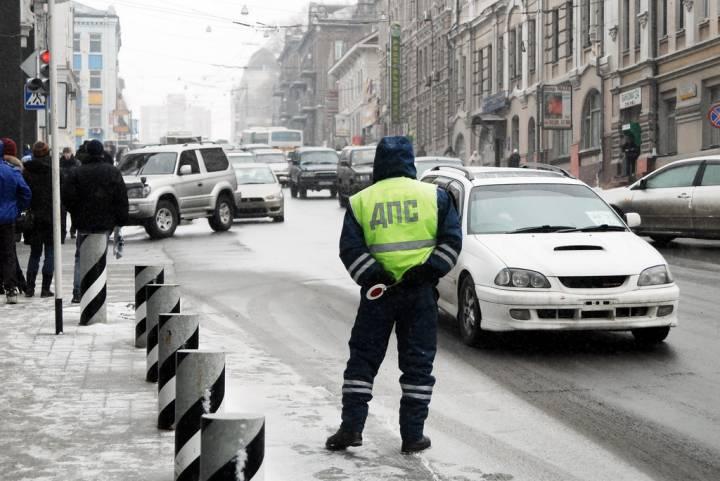 Во Владивостоке машина врезалась в дом