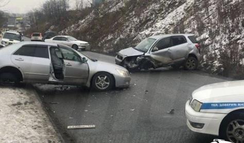 ДТП перекрыло одну из улиц Владивостока