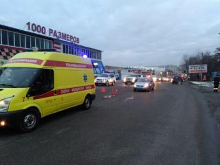 Полиция устанавливает личность мужчины, который погиб под колесами автомобиля во Владивостоке