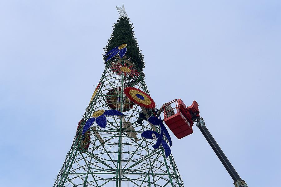 «Позор за 5 млн»: владивостокцы раскритиковали внешний вид главной елки
