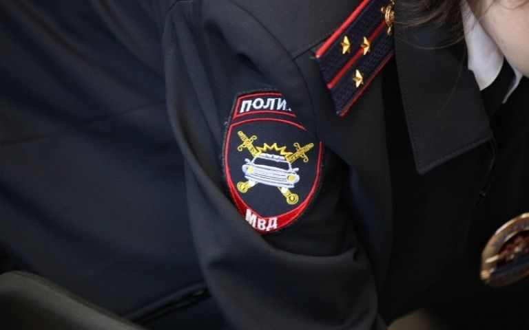 Житель Приморья плеснул бензином в лицо полицейских