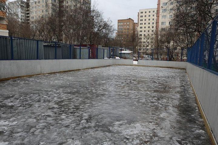 Этой зимой во Владивостоке будут работать 70 хоккейных коробок и катков