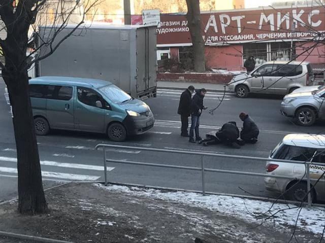 Во Владивостоке разыскивают автомобилиста, сбившего пешехода