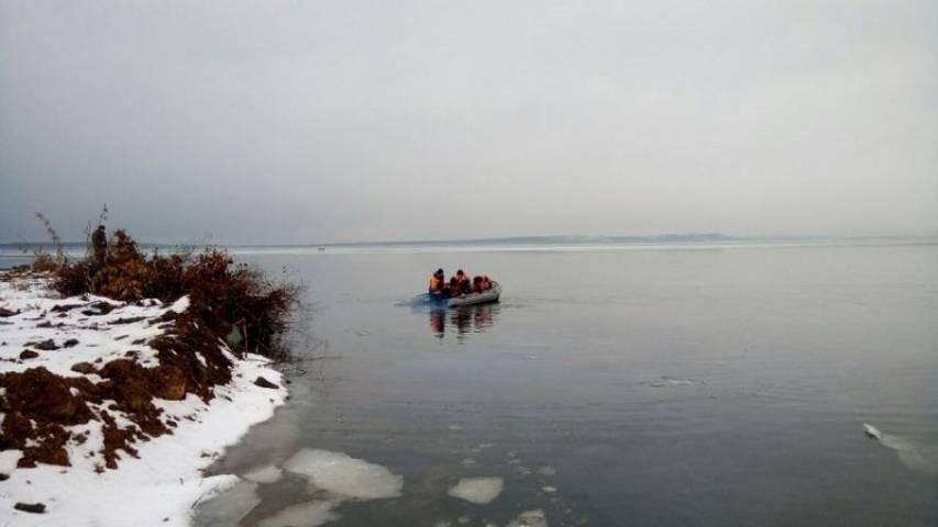 Приморцы показали видео из провалившегося под лед автомобиля