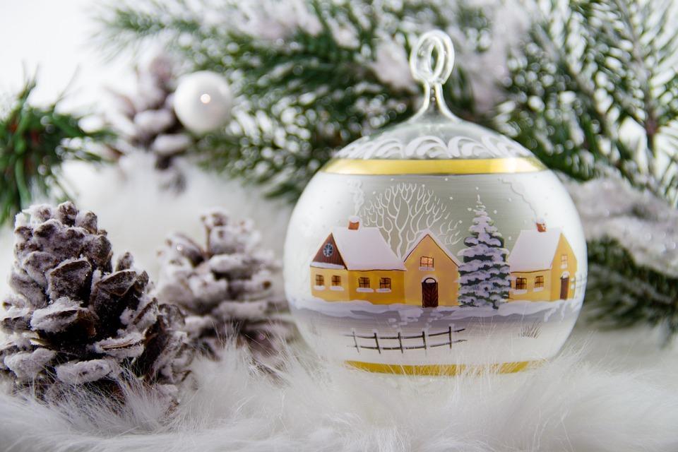 В МЧС рассказали, как правильно ставить новогоднюю елку
