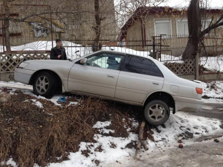 Во Владивостоке «завис» автомобиль