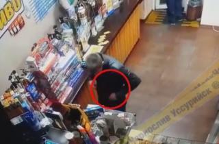 Парень опозорился нелепой кражей в пивном магазине в Приморье