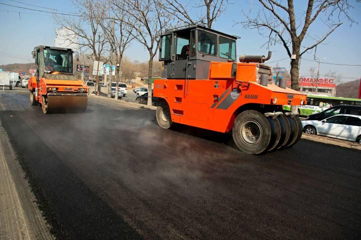 В Приморье дороги ремонтируют «холодным» асфальтом