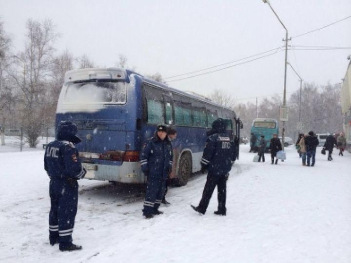 Инспекторы ГИБДД привлекли к ответственности 18 водителей автобусов Артема