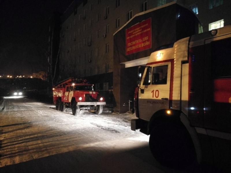 Медсестра пострадала во время пожара в госпитале для ветеранов во Владивостоке