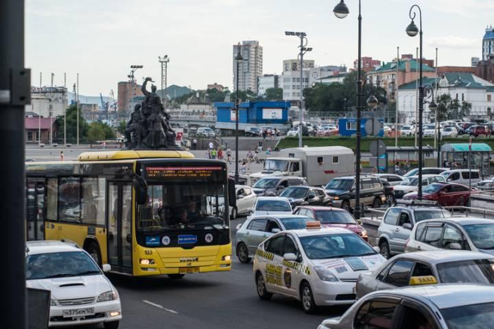 Из-за аварии центр Владивостока заблокирован