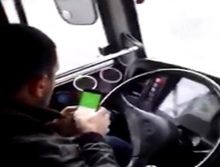 Водитель автобуса ответит за разговоры по телефону во время движения во Владивостоке