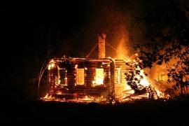 Два человека едва не погибли во время пожара в Приморье