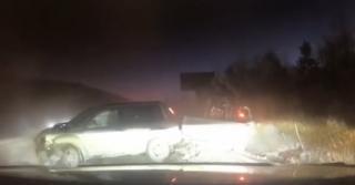 Опубликовано видео лобового столкновения кроссовер и грузовика в Приморье