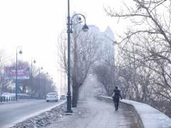 Лед на тротуарах во Владивостоке растаял сам собой