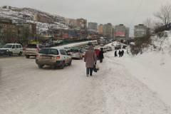 Дороги Владивостока остаются покрытыми снежной «кашей»