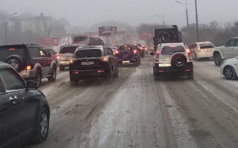 В субботу на дорогах Владивостока сохраняется напряженное движение