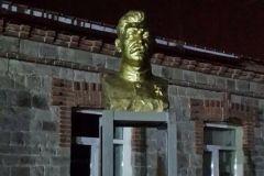 Владивостокский бизнесмен установил памятник Сталину