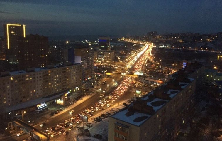 Владивосток стоит в 9-балльных пробках