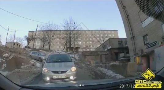 «Женщина оказалась умнее»: Владивосток обсуждает автоинцидент на Тихой
