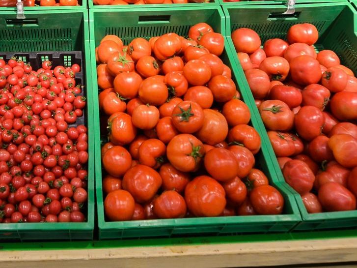 Пользователей соцсетей возмутили «золотые» помидоры во Владивостоке