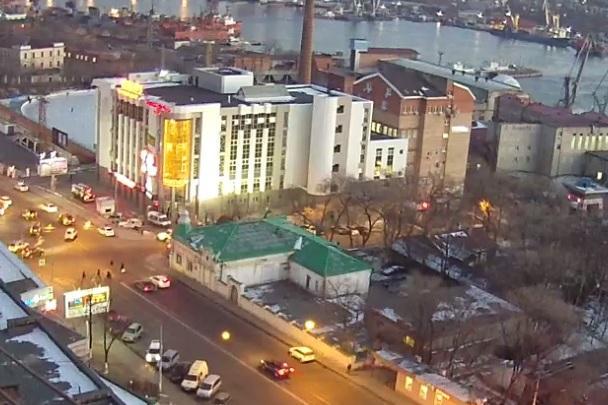 Посетителей ТЦ в центре Владивостока эвакуировали