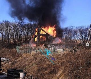 Фото: скриншот dpskontrol125rus   В пригороде Владивостока сгорел частный сад
