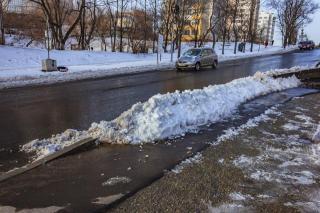 Фото: Анна Шеринберг / PRIMPRESS | Во Владивостоке снегопад, однако на дорогах свободно
